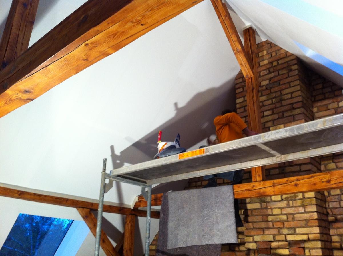 mikas und roberts wohn blog malerarbeiten verlorene gegenst nde in der decke iphone als. Black Bedroom Furniture Sets. Home Design Ideas